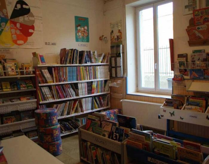 bibliothèque -saint-etienne-de-gourgas